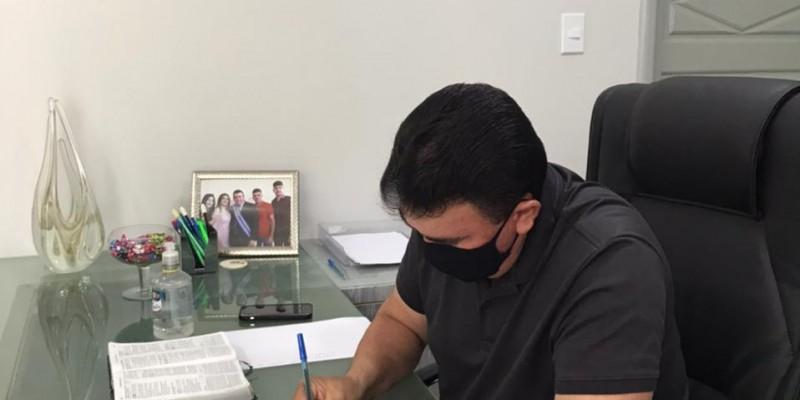 Vale-Gás: prefeito de Bacabal assina termo para gestão do programa que vai beneficiar 1 mil 442 famílias