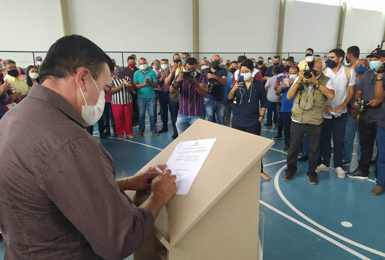Prefeito de Bacabal participa de entrega e vistoria de obras ao lado do secretário de Estado da Educação
