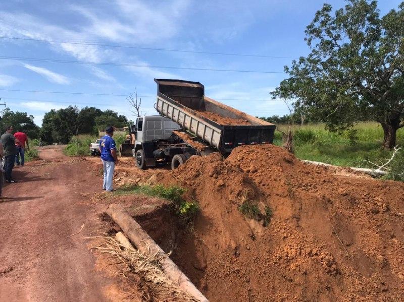 Prefeitura Recupera estrada aos Povoados Santa Maria e Fundamento