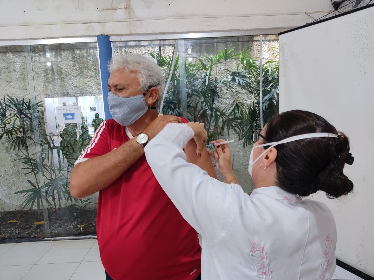 Em Bacabal trabalhadores da educação começaram a ser vacinados hoje