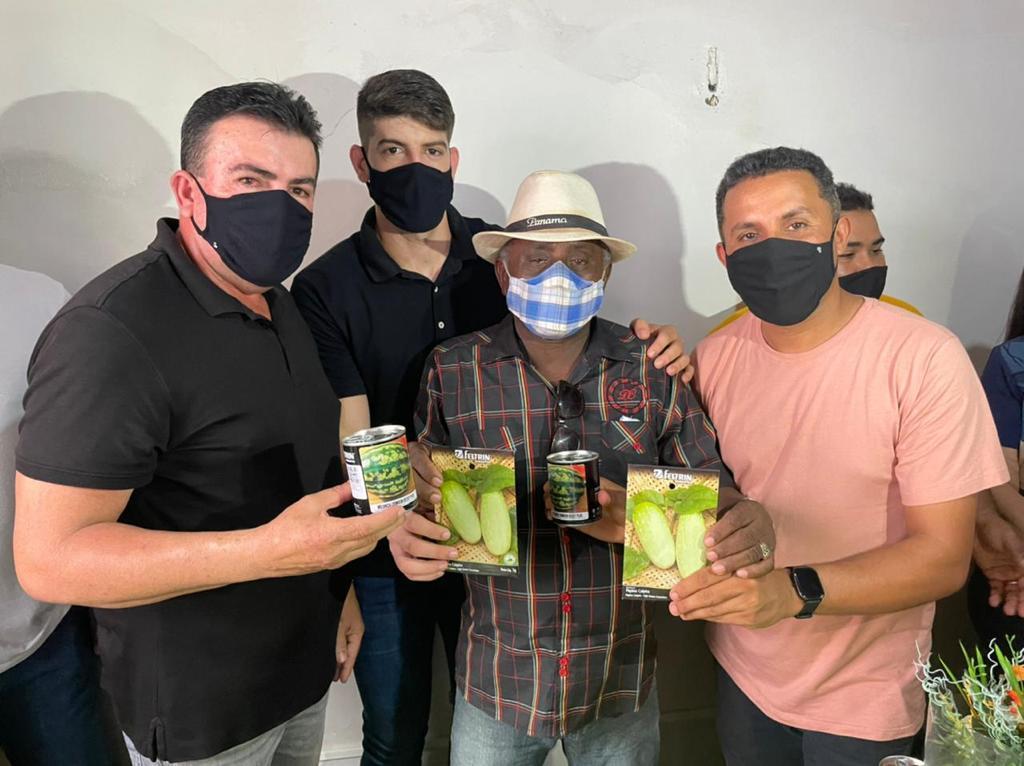 Prefeitura de Bacabal distribui sementes de pepino e melancia para os produtores locais