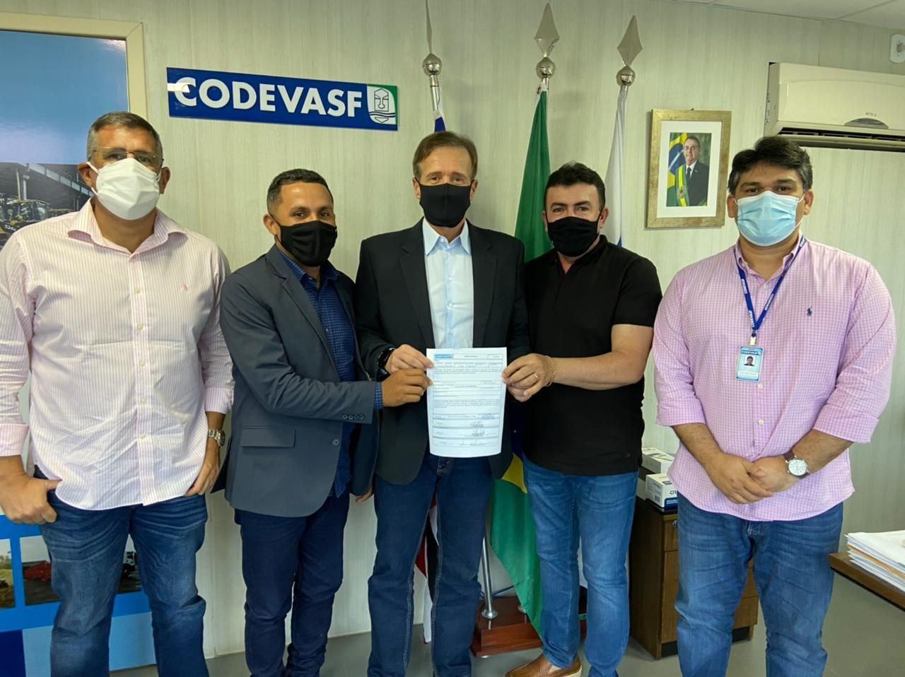 Prefeito de Bacabal participa de reunião que garante asfalto para o povoado Luziana
